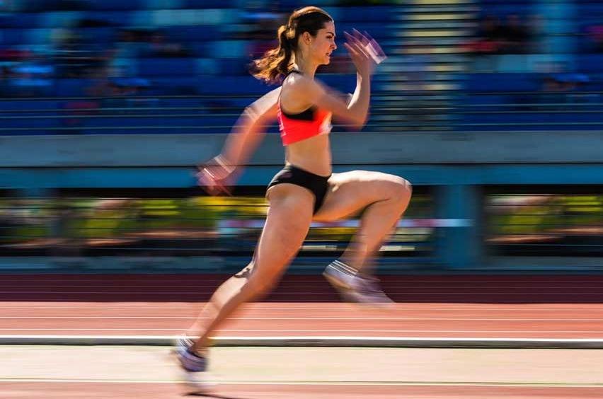Estiramentos dos isquiotibiais: Mulher velocista - mecânica do sprint.